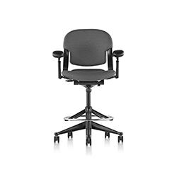 方程2高脚椅 比尔·施通普夫  herman miller家具品牌
