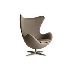 鸡蛋椅 阿纳・雅格布森  Arne Jacobsen 阿纳・雅格布森