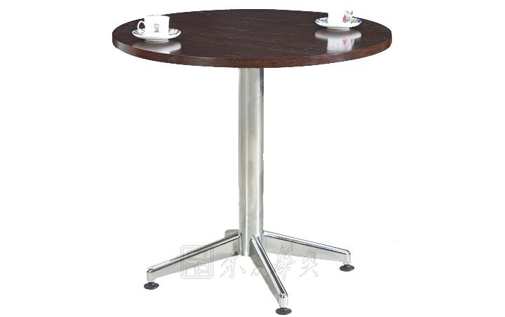 同系列类似款方形桌面展现,木质家具的特色从古至今,留下的是独特的韵味,干燥的木质填涂油漆,不仅实用、耐用,还有一定的耐高温、耐腐蚀作用,特别备受餐饮业的关注和喜爱,同时,合理的木质家具搭配别有一番的韵味和特色! 产品质量达标详情: 1. 台面光滑平整、无划痕、无污渍,封边紧密,无爆边、崩边现象; 2. 孔位精准,板件与板件之前连接紧密、牢固; 3. 台面颜色均匀,无鼓泡; 4. 钢制台脚/架无掉漆、褪色、磕碰等现象,配件齐全,结构牢固; 5. 整体性能应符合:I号限量标准:GB18584-2001《室