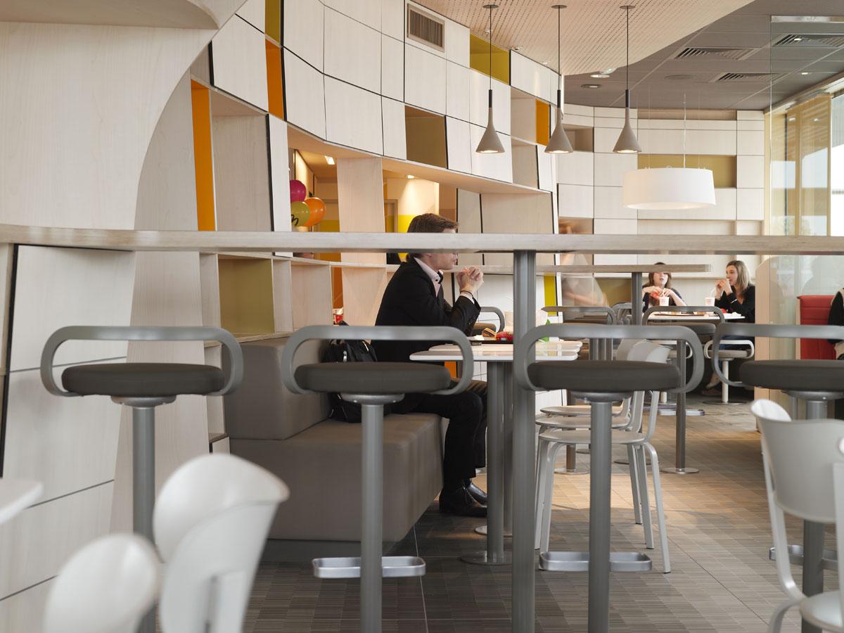 全新的麦当劳餐厅店面装修设计 办公家具设计知识 深圳办公家具 广东